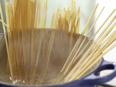 Spaghetti mit Kräuter-Sojacreme: Zubereitungsschritt 4