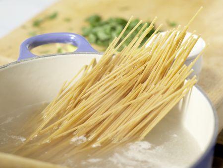 Spaghetti mit Lachs: Zubereitungsschritt 4