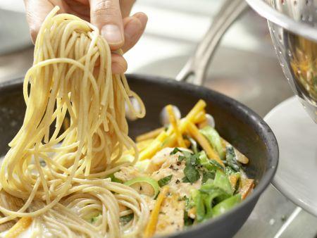 Spaghetti mit Lachs: Zubereitungsschritt 9