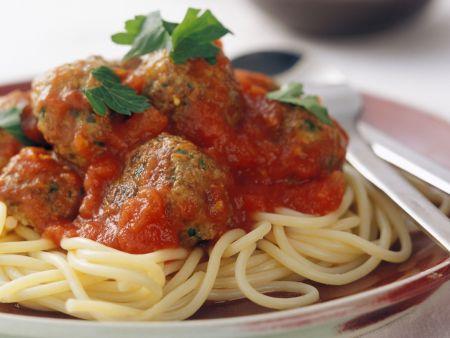 Spaghetti mit Fleischbällchen und Tomatensoße