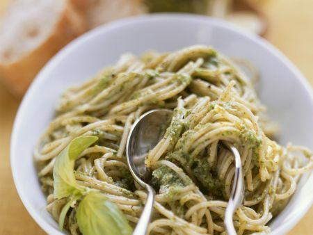 Spaghetti mit grünem Pesto