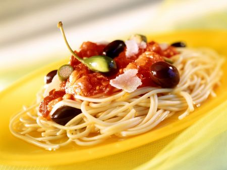 Rezept: Spaghetti mit Tomaten, Oliven und Kapern (alla puttanesca)