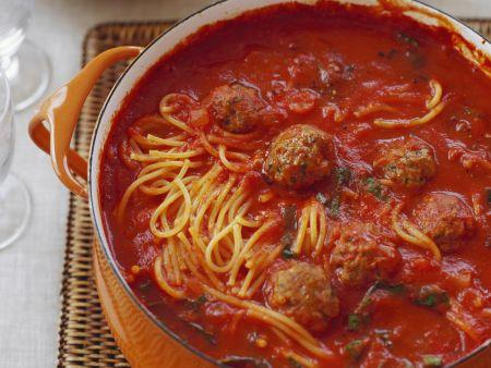 Spaghetti mit Tomatensugo und Häckbällchen