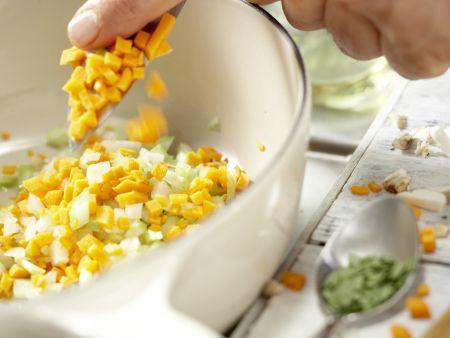 Spaghetti mit Pilz-Bolognese: Zubereitungsschritt 3