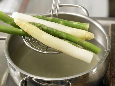 Spargel mit Eier-Vinaigrette: Zubereitungsschritt 9