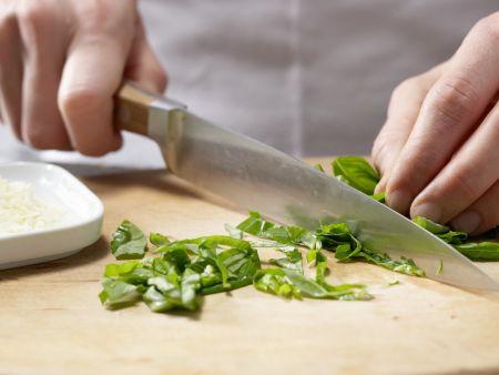 Spargel mit leichter Parmesan-Basilikum-Hollandaise: Zubereitungsschritt 3
