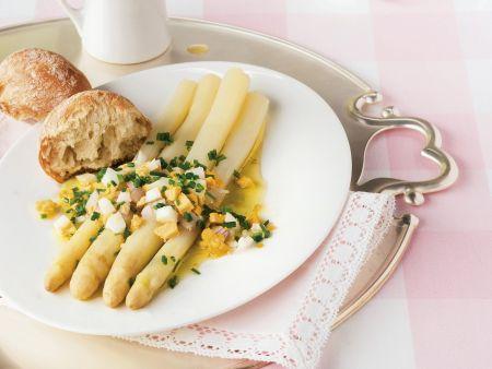 Spargel mit Eier-Schnittlauch-Marinade