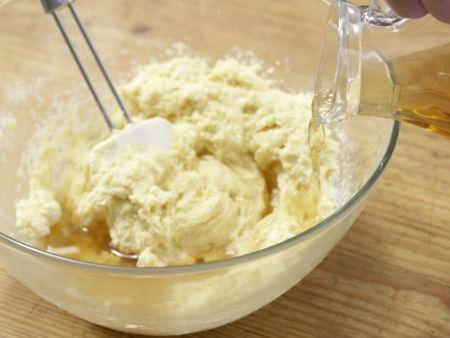 Spargel-Muffins mit Kräuter-Dip: Zubereitungsschritt 6
