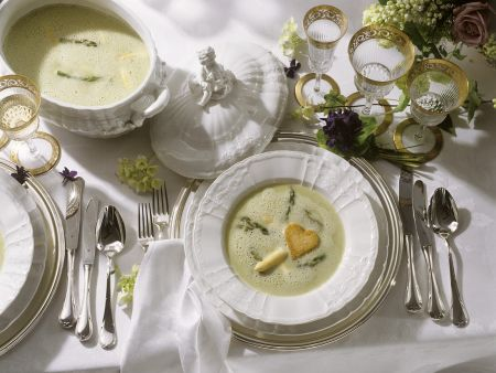 Spargelsuppe mit Coutons