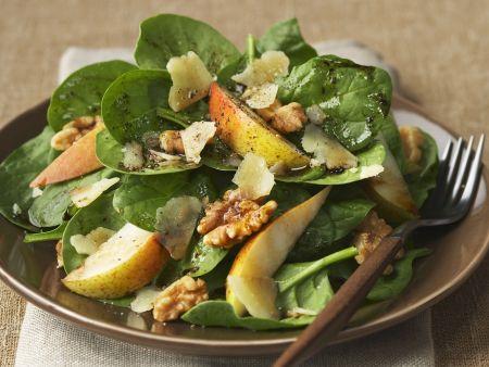 Spinat-Birnen-Salat mit Walnüssen