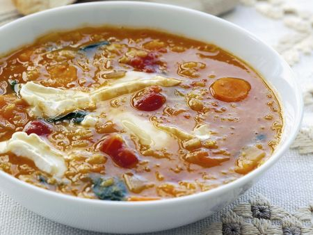 Spinat-Linsen-Suppe mit Weichkäse