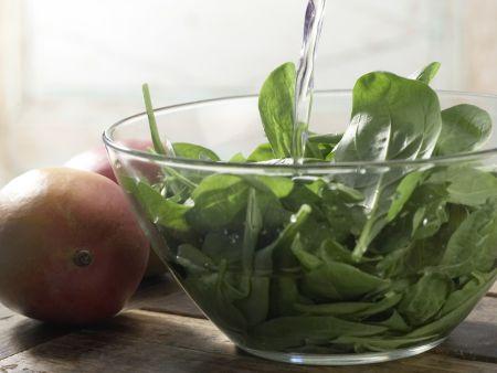 Spinat-Mango-Gemüse: Zubereitungsschritt 1