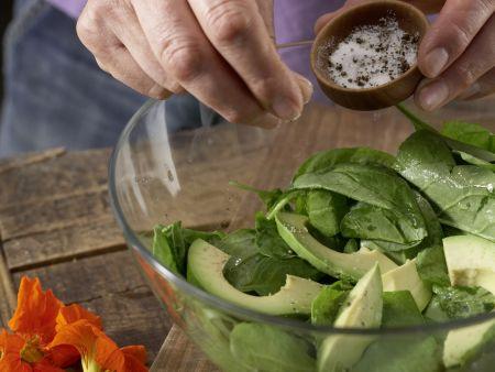 Spinatsalat mit Avocado: Zubereitungsschritt 4