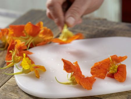 Spinatsalat mit Avocado: Zubereitungsschritt 5