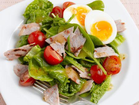 Spinatsalat mit Speck, Ei und Cocktailtomaten