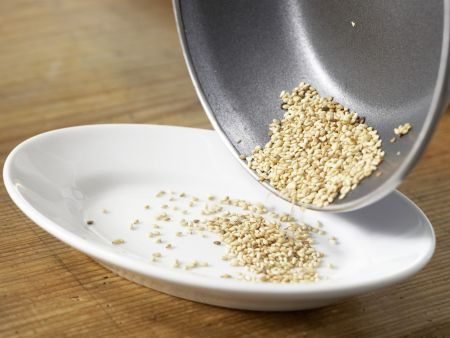 Spinatsalat mit Sesam: Zubereitungsschritt 2