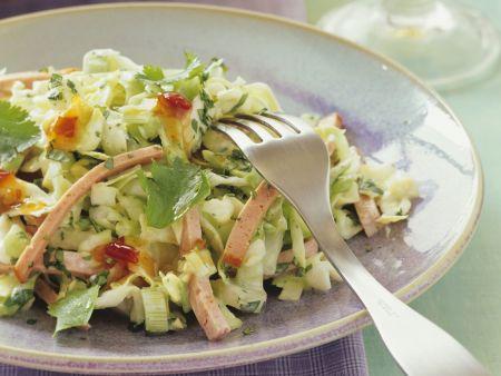 Spitzkohlsalat mit Leberkäse