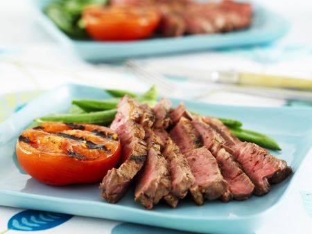 steak mit gr nen bohnen und grilltomate rezept eat smarter. Black Bedroom Furniture Sets. Home Design Ideas