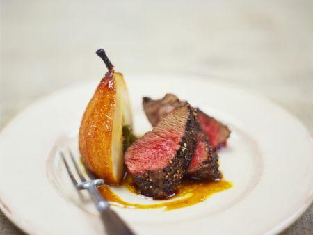 Steak mit Pfefferkruste und Karamellbirne