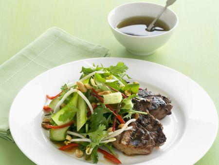 Steak und Gurkensalat mit Koriander