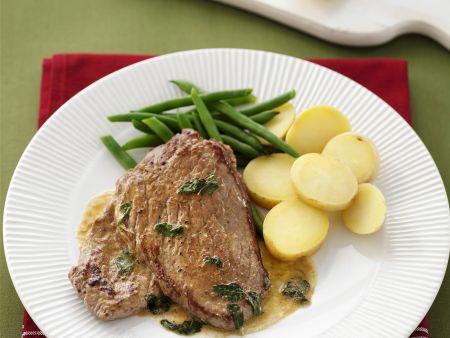 Steak vom Kalb dazu Kartoffeln, Bohnen und Salbei-Zitronen-Soße