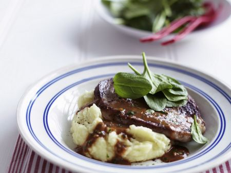 Steak vom Rind mit dunkler Soße (Steak Diane)