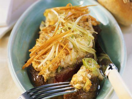 Steak vom Rind mit Gemüsehaube