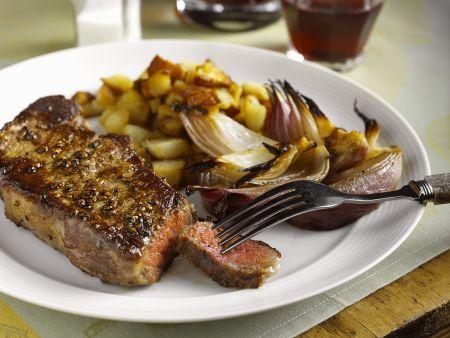 Steaks mit Kartoffelwürfeln