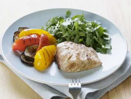 Steinbutt mit Grillgemüse und Salat