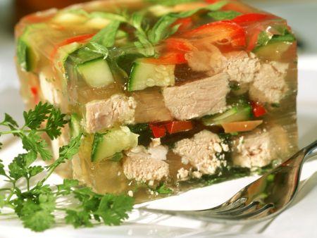 Sülze mit Gemüse und Kalbsfleisch