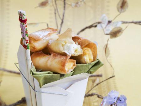 Süße Frühlingsröllchen mit weißer Schokolade und Grüntee-Eis