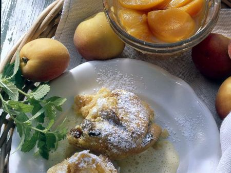 Süßer Brotauflauf mit Vanillesauce