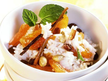 Süßer Reis mit Kokos, Aprikosen und Rosinen