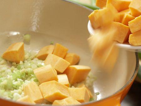 Süßkartoffel-Kokos-Suppe: Zubereitungsschritt 4