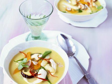 Süßkartoffel-Spargel-Suppe im Asia-Stil mit Hähnchen