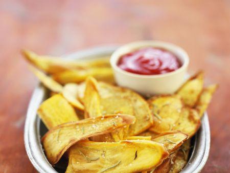 Süßkartoffelchips mit Ketchup