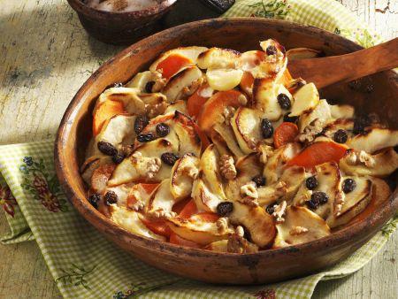 Süßkartoffelgratin mit Äpfeln und Sultaninen