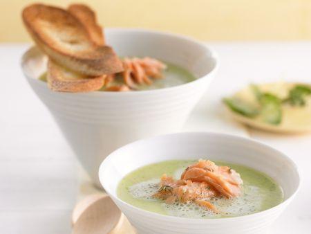 Suppe aus Kresse mit Lachs