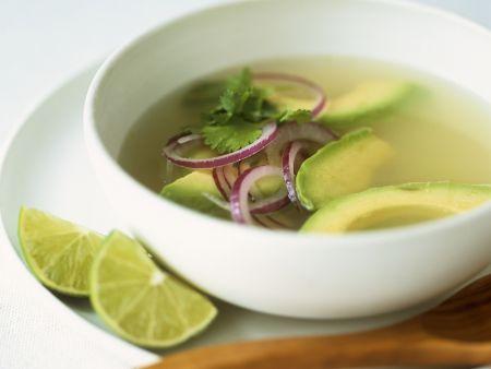 Suppe mit Avocado, Limetten und Koriander
