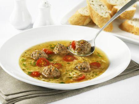 Suppe mit Hackbällchen