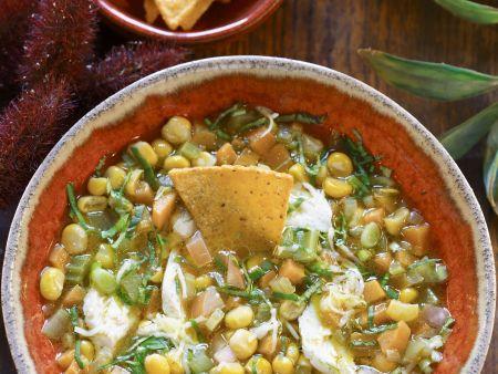 Suppe mit Mais und Chips