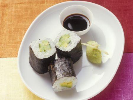 Sushi (Maki) mit Ingwer-Avocado-Soße