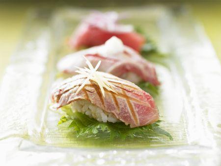 Sushi mit gebratenem Thunfisch