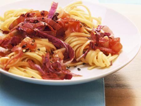 Tagliatelle mit Radicchio und Salami