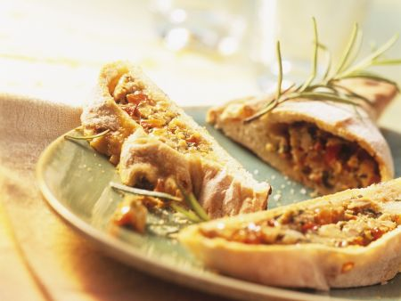 Teigtasche mit Paprika-Thunfisch-Füllung (Empanada)