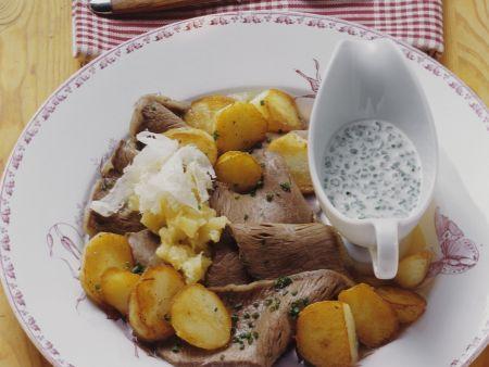 Tellerfleisch mit Schnittlauchsoße und Apfel-Meerrettich