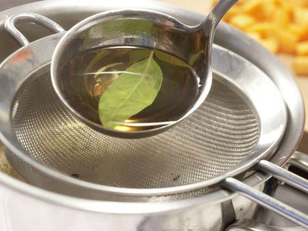 Tellersülze mit Kassler: Zubereitungsschritt 4