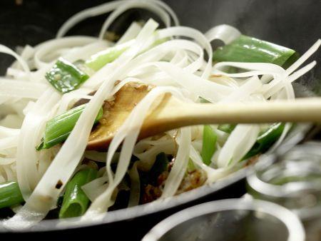 Thailändische Reisnudelpfanne: Zubereitungsschritt 11