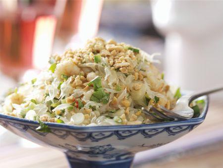 Thailändischer Salat mit Krabben, Erdnüssen und Limetten