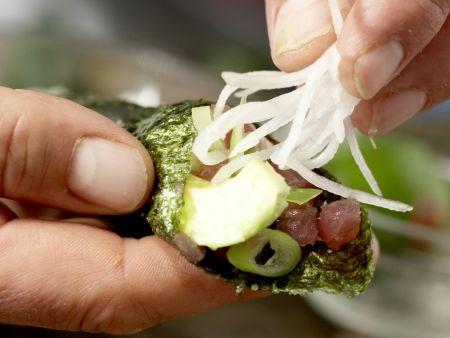 Thunfisch-Tatar in Sushi-Tüten: Zubereitungsschritt 12